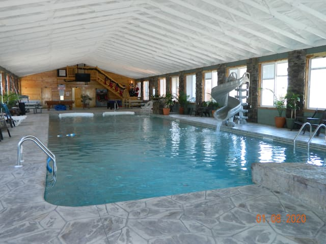 INDOOR POOL! GET InTENTS! HOTTUB! Chatt Tn 21 mile