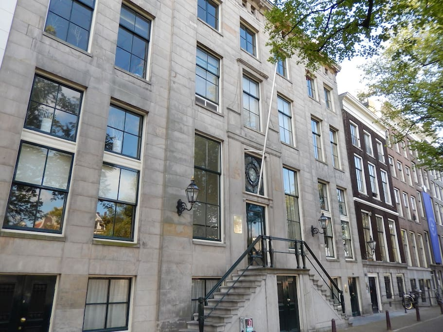 Situated in a monumental building in the centre of Amsterdam