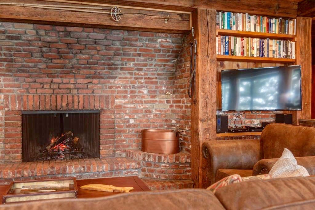 Cozy fireplace in the living room (we provide plenty of wood for it!)