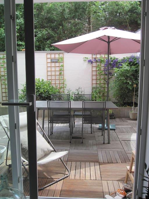 Possibilité de manger sur la terrasse.