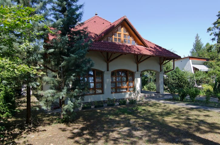 Villa 150m from Balaton, for 4-8ppl - Fonyód - Hus