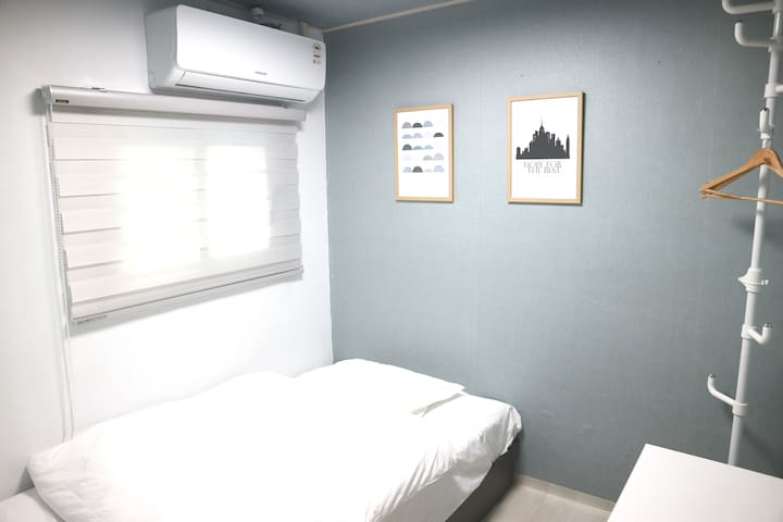 Single room next to Dongdaemun station (东大门)