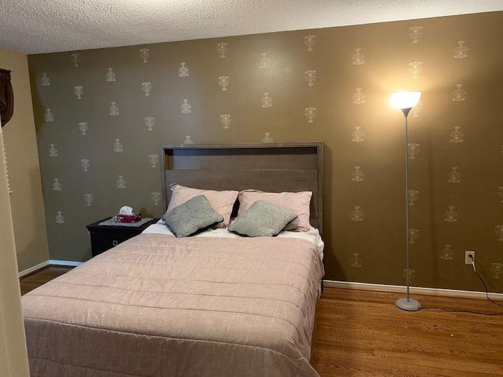 Beautiful comfy private room & private washroom