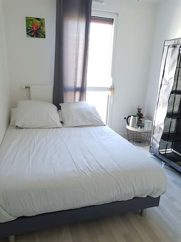 Confortable Room with private shower near to Paris