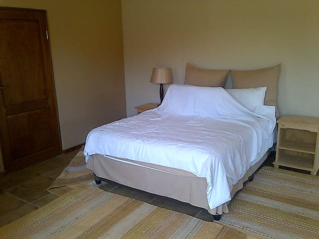 Beautiful cosy cottage  - Krugersdorp - Bed & Breakfast
