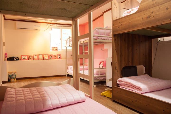 K-POP Lovers 4-6 people room