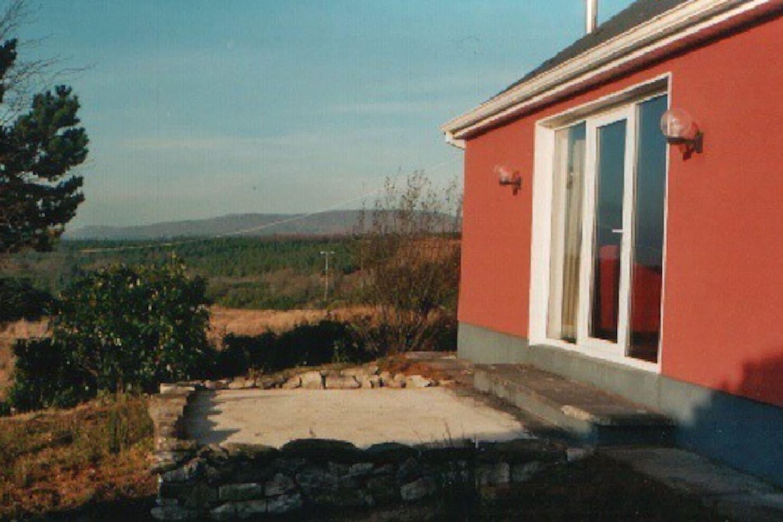 Terasse mit Blick in die typische Gaeltacht Donegals