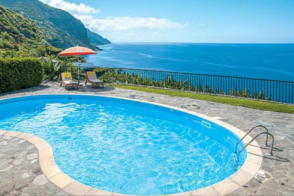 Excellent spacious areas, with amazing views over the ocean and banana trees.
