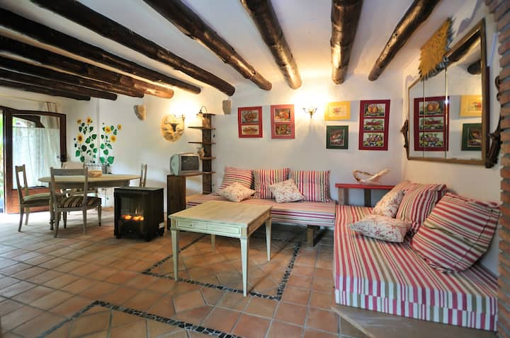 "Rustic ""Mas"" farmhouse Costa Brava | Dalí 2 Pax"