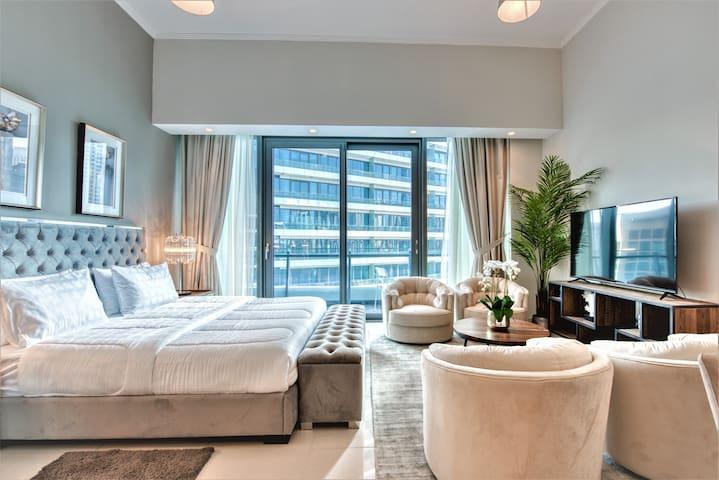 *Silverene Penthouse Studio /w balcony Nxt to Mall