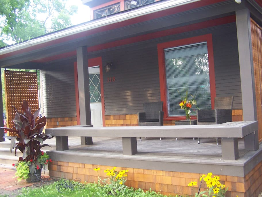 Lovely sunny front porch for morning coffee or afternoon happy hours