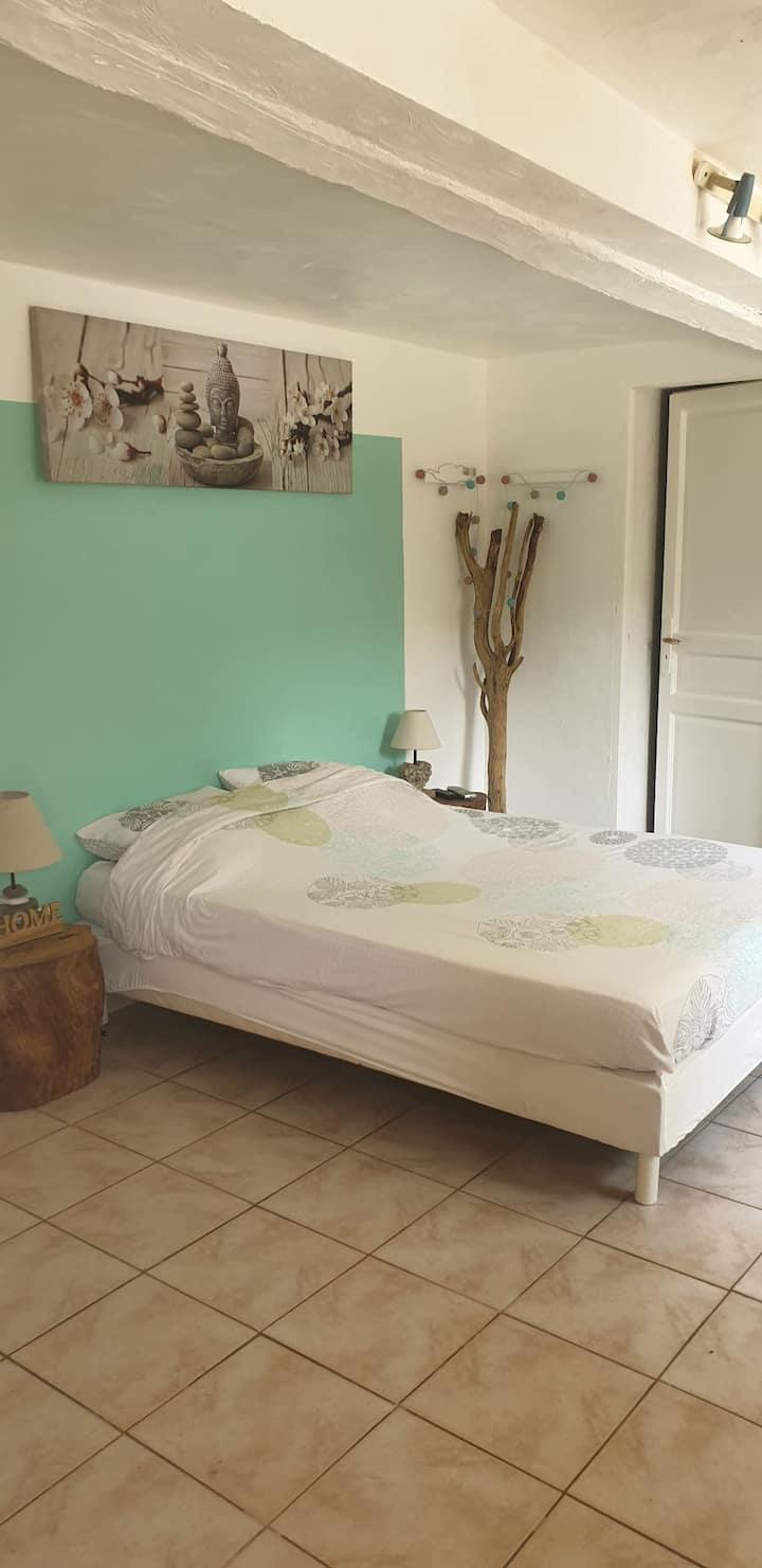 Belle chambre privée dans mas provençal