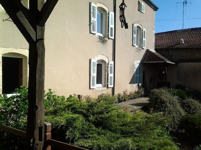 La grange des roches roses, chambres d'hôtes - Anchenoncourt-et-Chazel - Bed & Breakfast