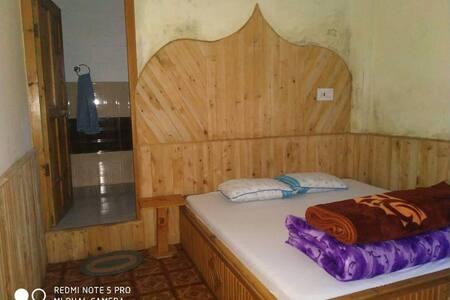 Lambhari Hills Home Stay(jibhi)