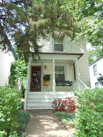 Comfortable apartment downtown appartamenti in affitto a for Affitto cabina charlottesville va