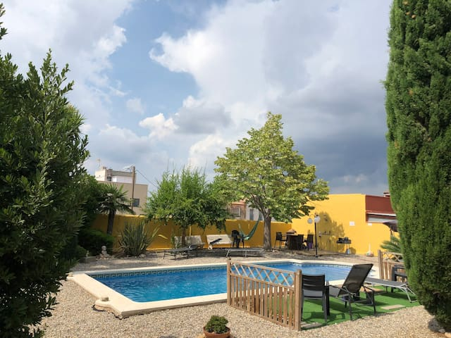 Villa with a private pool, just19km to the beaches