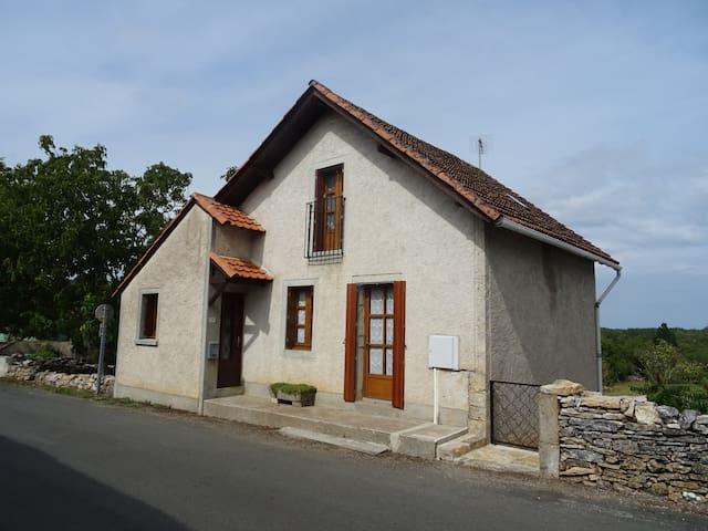 Petite maison dans belle région du lot