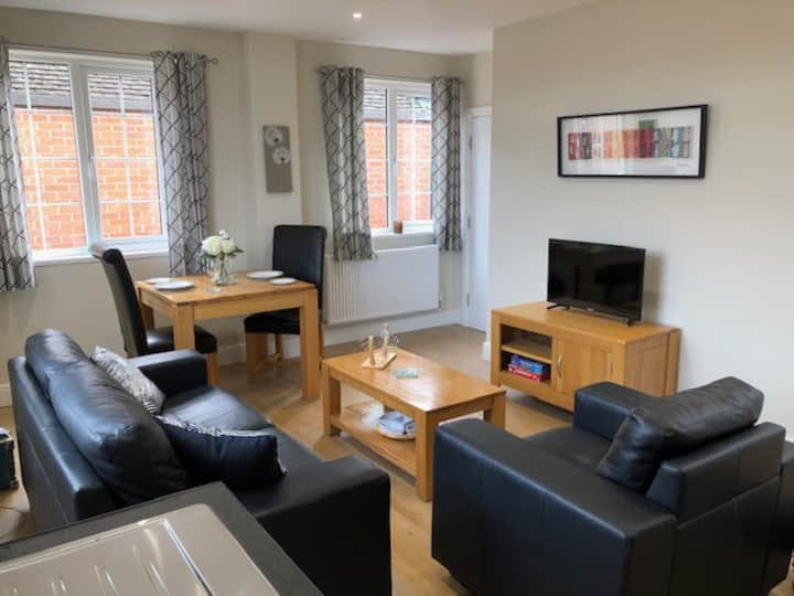 New Self Contained Apartment Thame Centre - Cyan