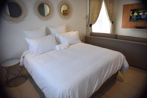 Privè Executive Studio Apartment Central Gaborone