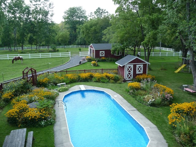 4 bedrooms Syracuse Country Perfect for Groups 10+ - Syracuse - Bed & Breakfast