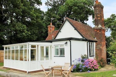 South Lodge 4 Star Charming Rural Cottage - Finchingfield