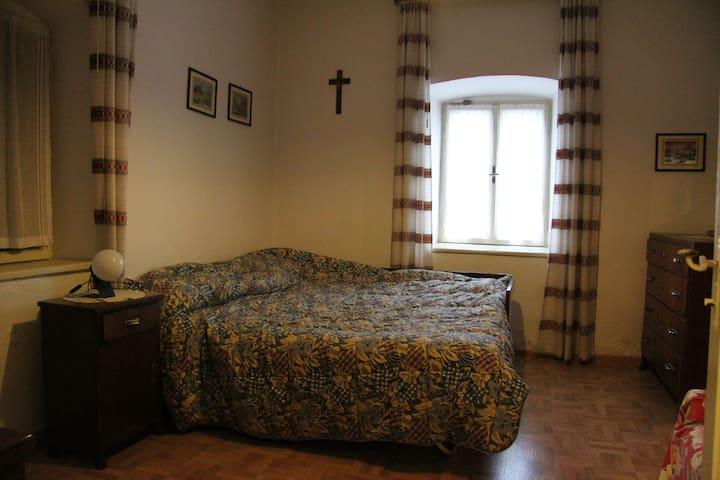 Appartamento Rustico al piano terra - Ronzone - Apartemen