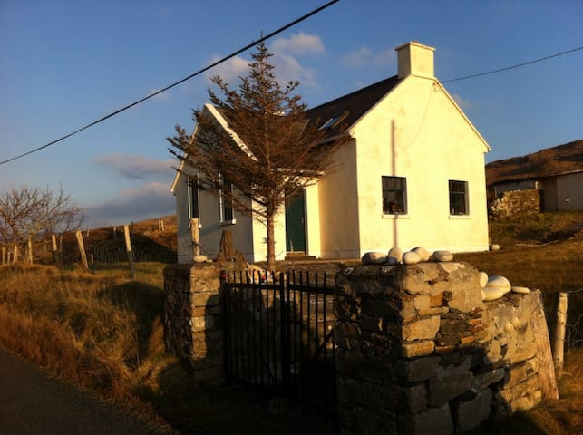 Old School House, Glencolmcille - Glencolumbkille - House