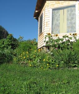 ManyHandsFarm Hostel Private SunRise Cabin - Thorndike - 통나무집