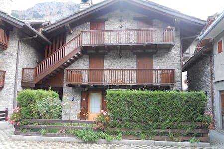 Pretty stone house with garden - Morgex - Huoneisto