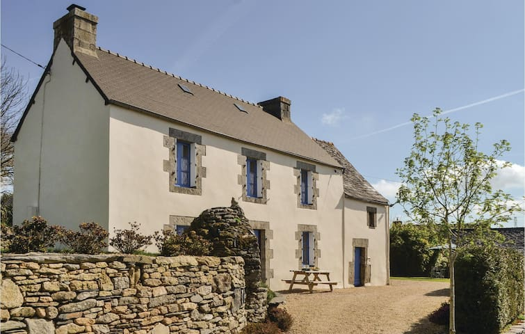Holiday cottage with 3 bedrooms on 64m² in Berrien