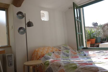 chambre, salle de bain & terrasse - Fournes - Apartmen