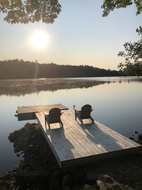 Fully renovated, lake front cottage in Quinan