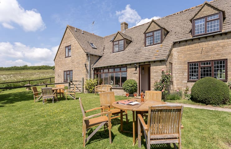 Cotswold Farmhouse four star B&B with great views