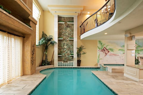 Indoor pool, hot tub, fireplaces- close to casinos