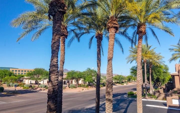 Scottsdale Desert Oasis: Kierland, Golf & Shopping