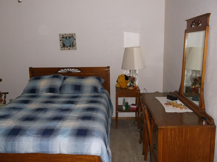 Lovely green bay home near lambeau houses for rent in for Bedroom furniture green bay wi