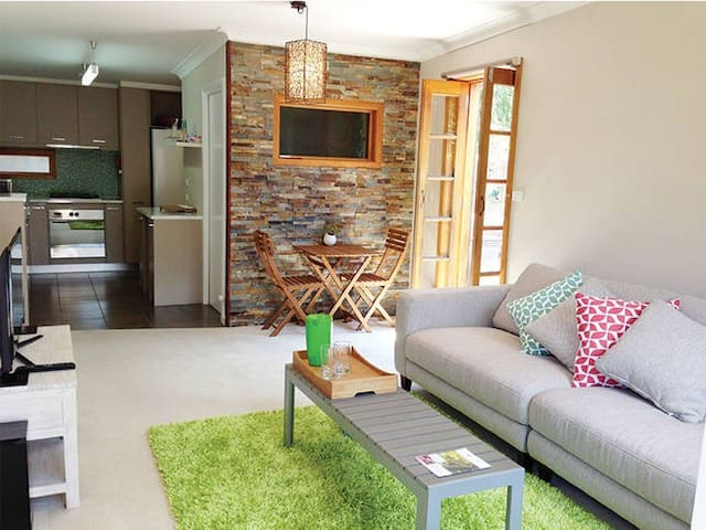 A Stone's Throw Away - Rosebud - Appartement