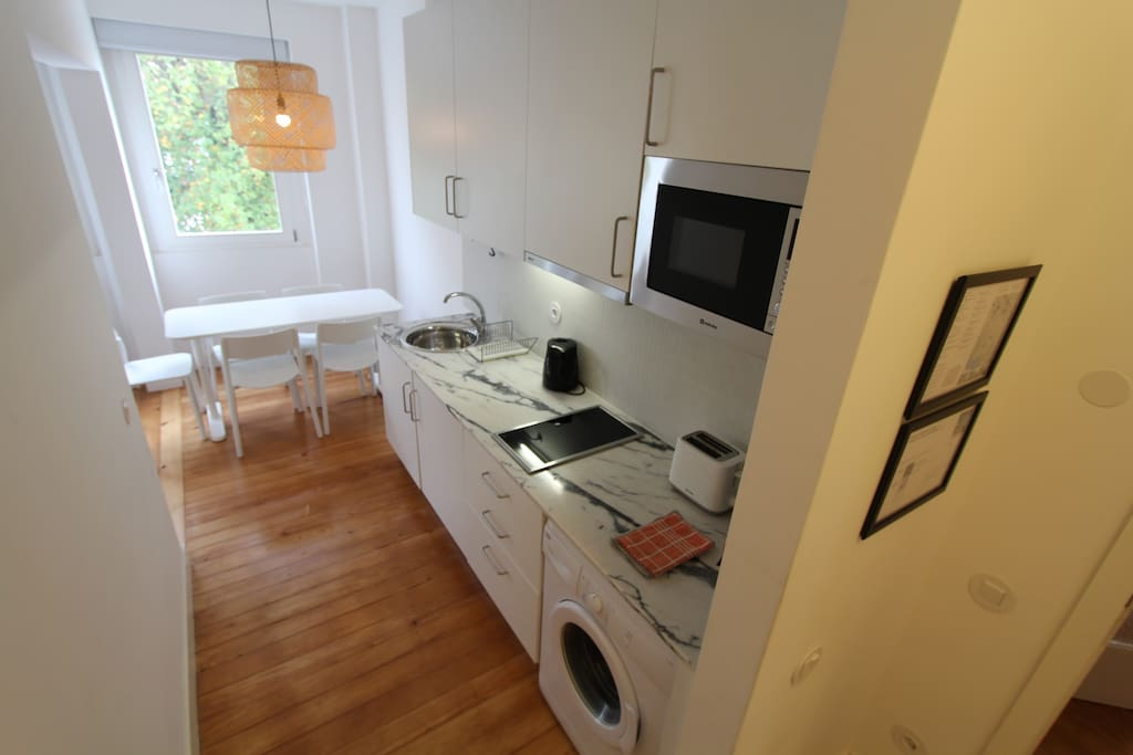 112-D Kitchenet and Dining area