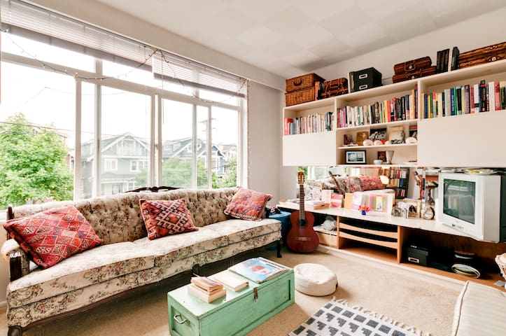 Bright & Tidy Character Apartment