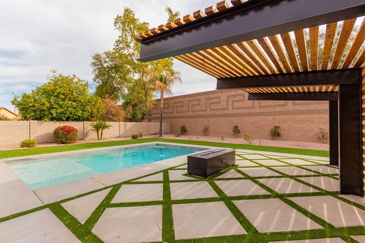 New Remodel Chandler: Pool & Patio, Privacy, Pets!