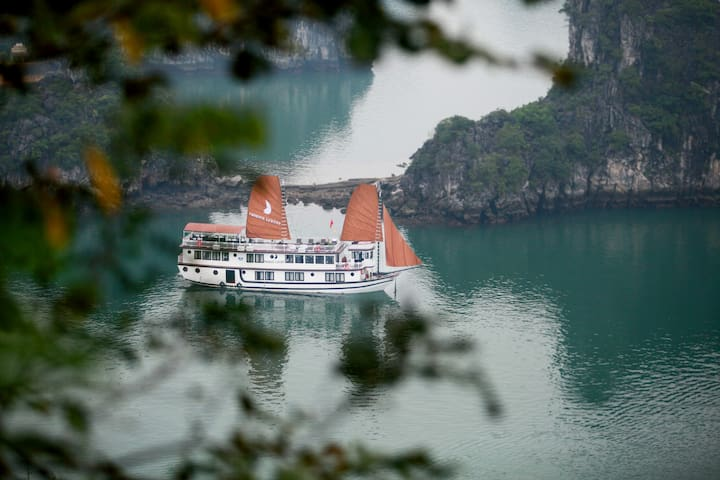 DISCOVER HALONG BAY WITH PHOENIX CRUISER 3*