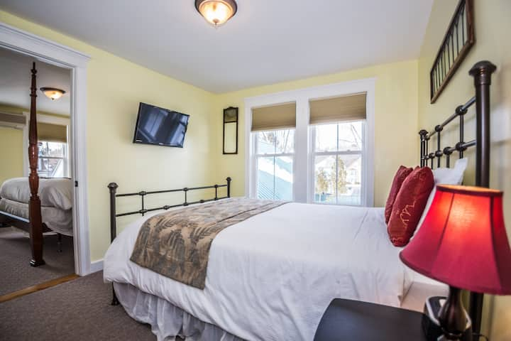 Cranmore Inn B&B Two Room Suite w/King and Queen