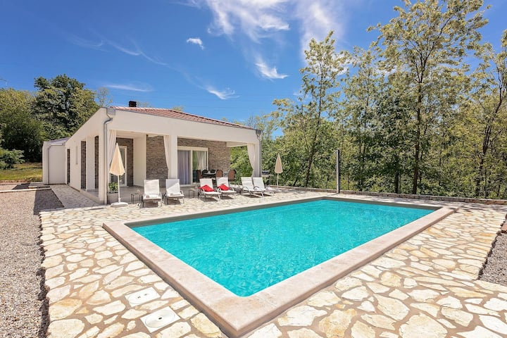 Modern Villa Sofia with pool
