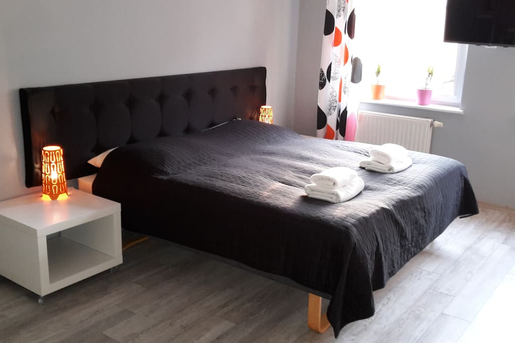 W zależności od preferencji możemy przygotować łoże małżeńskie lub dwa łóżka pojedyńcze.