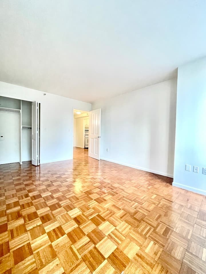 Huge One Bedroom in Central Manhattan