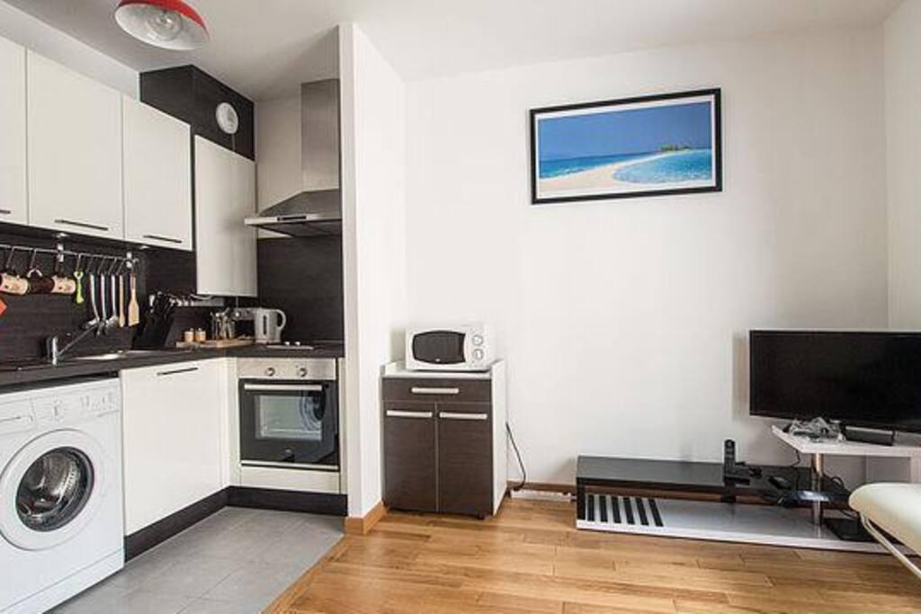 Séjour équipé. Appartement aux normes BBC (basse consommation d'énergie) - très bien isolé.