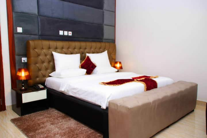 APNO HOTEL AND SUITES