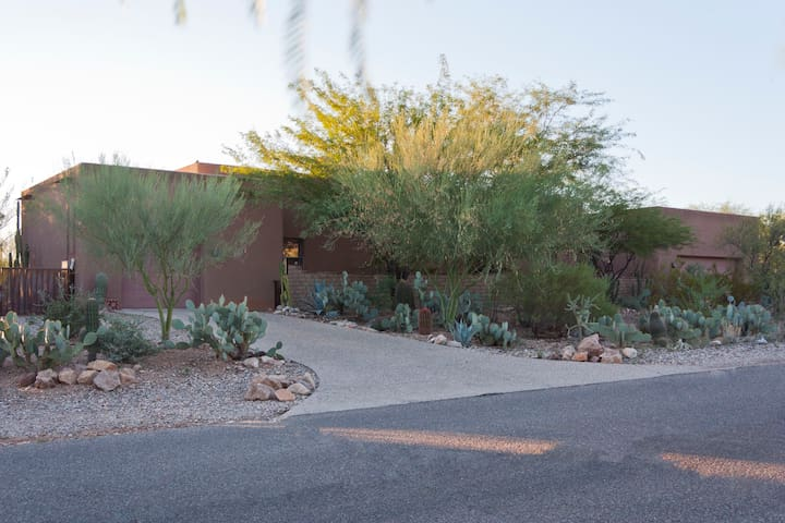 Guest suite w/private entrance in gated community