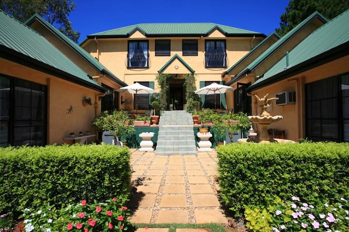 *Romantic Mountain Retreat - Villa della Rosa B&B* - North Tamborine - Bed & Breakfast