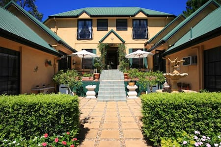 *Romantic Mountain Retreat - Villa della Rosa B&B* - North Tamborine - 住宿加早餐